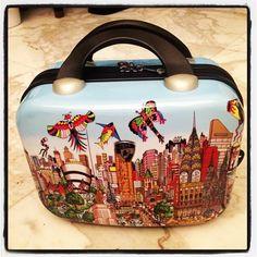 .@marytung | @HeyUSA #Heys #Fazzino #beautycase Fazzino #popart  [added by @CharlesFAzzino]: exclusively created for 6 luggage sets produced by Heys USA.