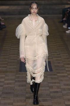 Simone Rocha London Spring/Summer 2017 Ready-To-Wear Collection British Vogue Fashion Week, Fashion 2017, Fashion Art, Runway Fashion, High Fashion, Fashion Show, Fashion Outfits, Womens Fashion, Fashion Design