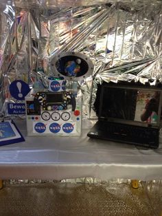 Space station role play Space Classroom, Classroom Themes, Activity World, Dramatic Play Themes, Outer Space Theme, Role Play Areas, Play Centre, Space Party, International Space Station