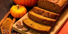 Pumpkin Greek Yogurt Banana Bread Recipe : A moist, light and fluffy pumpkin banana bread with Greek yogurt that is perfect for cool fall days and pretty healthy as well. Gluten Free Pumpkin Bread, Healthy Pumpkin Bread, Pumpkin Banana Bread, Pumpkin Loaf, Banana Bread Recipes, Pumpkin Recipes, Spiced Pumpkin, Pumpkin Puree, Pumpkin Yogurt