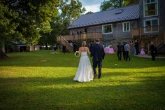 Off to the reception at The Inn at Barley Sheaf Farms | Juliana Laury Photography