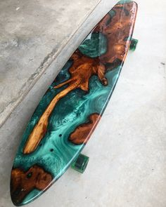 Northern lights long board done and shipped out to a very excited client in Vancouver! Skateboard Deck Art, Surfboard Art, Skateboard Design, Surfboard Table, Painted Skateboard, Longboard Design, Longboard Decks, Burton Snowboards, Arte Dark Souls