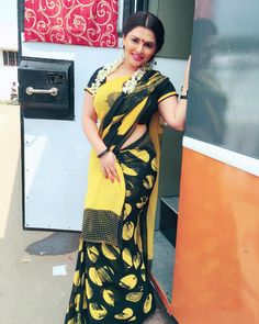 Beautiful Women Over 40, Beautiful Girl Indian, Beautiful Girl Image, Most Beautiful Indian Actress, Beauty Full Girl, Beauty Women, Zero Size, Saree Poses, Best Jeans For Women