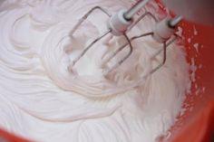 Rocks Meringue Kisses: Great For Afternoon Tea.How sweet are these Rocks Meringue Kisses? Best Blueberry Recipe, Cupcake Recipes, Dessert Recipes, Mousse Fruit, Halloween Cupcakes Easy, Purple Food Coloring, Afternoon Tea Recipes, Oreo, Panna Cotta