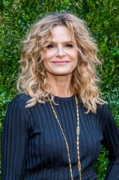 Kyra Sedgwick Through Her Lens Stock Pictures, Royalty-free Photos & Images Curly Hair Dos, Curly Hair Styles, Natural Hair Styles, Highlights Curly Hair, Curly Layers, Kyra Sedgwick, Blondie Girl, Blonde Hair Shades, Braids With Curls