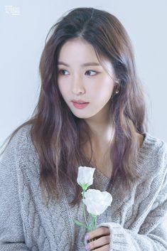 Shin Se Kyung is dashing in BTS shots! Beautiful Japanese Girl, Beautiful Asian Women, Most Beautiful Indian Actress, Beautiful Actresses, Korean Beauty, Asian Beauty, Iu Hair, Korean Photoshoot, Korean Photography