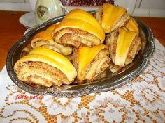 Fahéjas - diós kalácskák (Török Cörek) Hungarian Cake, Winter Food, French Toast, Breakfast, Dios, Morning Coffee