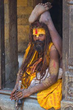 Sadhu-Yoga-Pose-Nepal.jpg (705×1058)