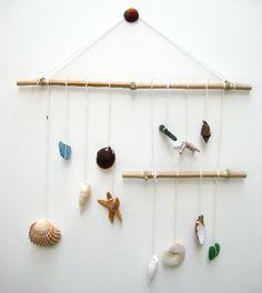 fabriquer un souvenir de vacances comme un mobile en coquillages http://www.grandiravecnathan.com/bricolage/le-mobile-aux-coquillages.html