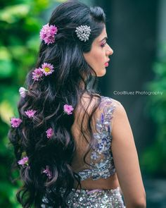 How To Adorn Open Bridal Hair For Your Intimate Wedding Ceremonies! Open Hairstyles, Indian Bridal Hairstyles, Simple Wedding Hairstyles, Trending Hairstyles, Bride Hairstyles, Pretty Hairstyles, Hairstyle Ideas, Hair Ideas, Best Bridal Makeup