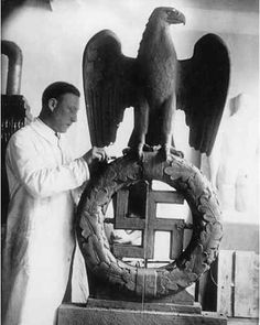 German sculptor Kurt Schmidt-Ehmen at work, 1933