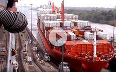 Raro de ver !  Accidente de barco cruzando el Canal de PanamáGrabado desde un barco de cruceros  Cruzando el Canal de Panamá: Es uno de los canales navegables mas transitado del mundo. Miles de barcos lo cruzan cada año. Este gran transito requiere de un operativo milimétrico para ...