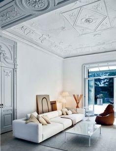 Magnifiques plafonds, salon blanc