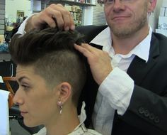 Jason Shaves Brittany's hair with the clippers on the sides into a rockin mohawk Pink inspired. Watch as she cuts her Mohawk to look like Miley Cyrus's hair. Edgy Short Hair, Short Hair Undercut, Super Short Hair, Edgy Hair, Undercut Hairstyles, Short Hair Cuts, Undercut Pompadour, Pixie Cuts, Edgy Pixie Haircuts