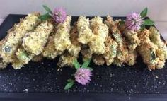 Frites de courgettes à la panure de Panko Healthy Snacks, Food And Drink, Herbs, Chicken, Four, Delicious Food, Zucchini Fries, Panko Bread Crumbs, Dry Fryer