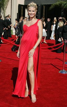 A pregnant Heidi Klum in beautiful red dress - Style - Mothering Cheap Maternity Clothes, Plus Size Maternity Dresses, Maternity Gowns, Stylish Maternity, Maternity Fashion, Maternity Photos, Heidi Klum, Beautiful Red Dresses, Nice Dresses