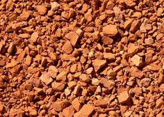 Ceramic materials> they are obtained from rocks melted at high temperatures in furnaces. They are used to make dishes, sinks, tiles...