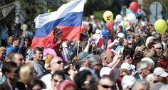 """Eine deutsche Studie zur Stimmung auf der Krim in diesem Jahr zeigt: Fast 80 Prozent der Menschen dort würden bei einem Referendum wieder für die Rückkehr nach Russland stimmen. Kritiker der deutschen Russland-Politik fordern deshalb, nicht mehr von einer """"Annexion der Krim"""" zu sprechen. Doch da..."""