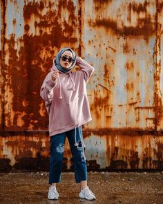 Image may contain: one or more people people standing shoes and outdoor Tesett Tesettür Jean Modelleri 2020 Modern Hijab Fashion, Street Hijab Fashion, Hijab Fashion Inspiration, Muslim Fashion, Mode Inspiration, Casual Hijab Outfit, Casual Outfits, Fashion Outfits, Fashion Shoes