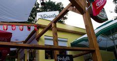Az ismert halsütő elhagyta a gyenesdiási piacot, és idén nyáron költözött át Révfülöp és Balatonszepezd közé. Fair Grounds, Travel, Viajes, Destinations, Traveling, Trips