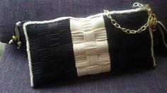 Bolso de malla plástica y trapillo en negro y camel de bisuteríapilu complementos