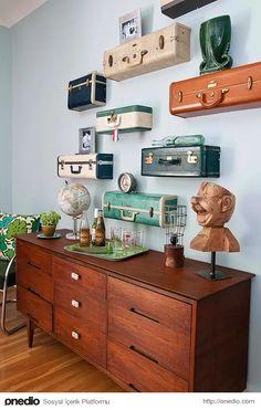 Vintage suitcase shelves make for an awesome project! These gorgeous vintage suitcase shelves come via Ki Nassauer. Read on for DIY instructions. Vintage Suitcases, Vintage Luggage, Vintage Trunks, Antique Trunks, Suitcase Shelves, Suitcase Decor, Suitcase Display, Suitcase Chair, Leather Suitcase