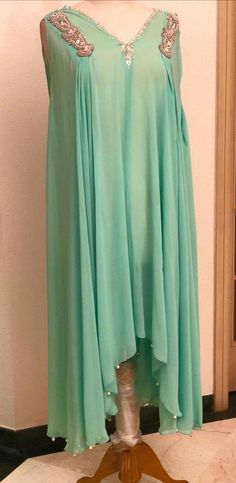 #dailystylish #highfashion #bridal #fashion #palazzo #salwarsuit #embroidery #pants #velvet #kurta #bride #velvet #salwarsuit #salwarkameez #lehnga #sare #anarkali #kurti #sharara #lehngacholi #tunic #shalwar Abaya Fashion, Modest Fashion, Indian Fashion, Fashion Outfits, Latest Pakistani Dresses, Indian Dresses, Simple Dresses, Beautiful Dresses, Desi Clothes