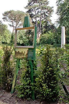 what a great art installation idea along the trails.Chiswick House pictures in the landscape - easel in front of the ionic temple Zoo Signage, Wayfinding Signage, Signage Design, Environmental Graphics, Environmental Design, Interactive Installation, Installation Art, Outdoor Signage, Design Museum