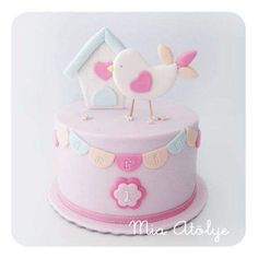 Bolo cenográfico By Larissa Kanso Baby Cakes, Baby Shower Cakes, Cupcake Cakes, Baby Girl Birthday Cake, Themed Birthday Cakes, Themed Cakes, Patisserie Fine, Love Cake, Cute Cakes