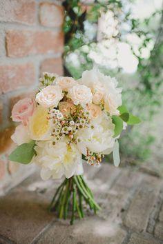 pastel hued bouquet | photo L&V Photography more on http://weddingwonderland.it/2016/03/un-matrimonio-romantico-oltrepo.html