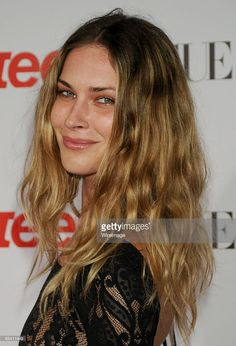 Model Erin Wasson arrives at the Teen Vogue Young Hollywood Party at the Los Angeles County Museum Of Art on September 2008 in Los Angeles, California. Get premium, high resolution news photos at Getty Images Erin Wasson, Hair Inspo, Hair Inspiration, Natural Hair Styles, Long Hair Styles, Curly Girl Method, Hollywood Party, Most Beautiful Faces, Teen Vogue