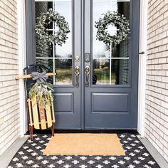 187 Likes, 43 Comments - Kera Painted Exterior Doors, Front Door Paint Colors, Exterior Paint Colors For House, Painted Front Doors, Trending Paint Colors, Farmhouse Paint Colors, House Painting, E Design, Door Ideas