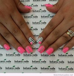 Botanic nails pink, white, black lines