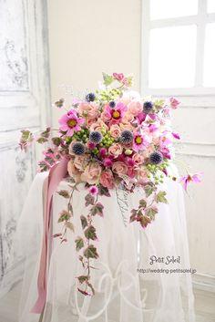 【秋のワイルドブーケ】コスモスやケイトウなど、秋の花を束ねたワイルドブーケです。インスタグラムブーケ、装花のデザインがご覧いただけます。☆装花・ブーケのデザインをもっとご覧になりたい方は・・・http://petit-soleil.wix.com/petit-soleil ウェディング会場装花、ブーケのお見積り・お問合せはコチラ会場装花・ブーケのデザイン集はコチラhttp://petit-soleil.wix.com/petit-soleil 「ウェディング会場装花」よく頂く質...