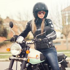 alex_roivasMoteando #mimoto #motorcycle #caferacer #125cc #mash #custom #helmet #clasic #seventyfive