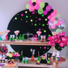The anniversary is extra special. Check inspirations and tips for organizing a party 15 years simple and unforgettable! Neon Party Decorations, Girl Birthday Decorations, Girl Birthday Themes, Valentines Day Decorations, Neon Birthday, Birthday Goals, 15th Birthday, Baseball Birthday, Baseball Party