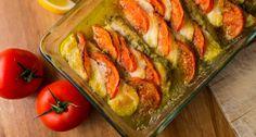 "Rakott tőkehal ""caprese"" Fish Recipes, Pesto, Zucchini, Seafood, Food And Drink, Stuffed Peppers, Vegetables, Easy, Foods"