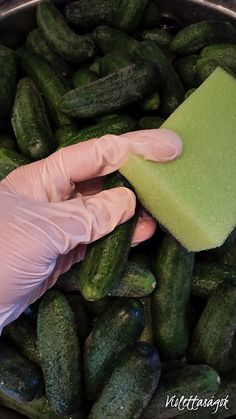 Savanyú uborka Cucumber, Chili, Vegetables, Food, Chile, Essen, Vegetable Recipes, Meals, Chilis