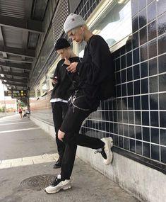 Grunge Fashion, Look Fashion, Mens Fashion, Beautiful Boys, Pretty Boys, Mode Man, Bad Boy Aesthetic, Grunge Boy, Skater Boys