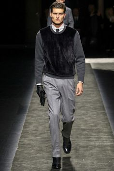 Brioni an Italian high-end fashion house founded in 1945 presented its menswear collection Fall/Winter 2015 Milan Fashion Week. Fashion Show, Mens Fashion, Fashion Design, Milan Fashion, Best Shopping Sites, Fashion Forecasting, Dapper Gentleman, Mens Fall, High End Fashion
