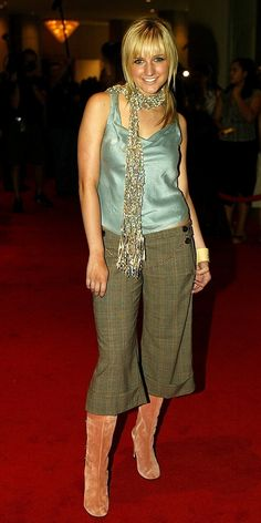 Scarves at completely inappropriate times. | The 29 Fashions Of The Early 2000s You Wish Never Happened