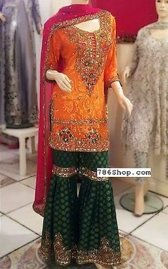 Indian fashion has changed with each passing era. The Indian fashion industry is rising by leaps and bounds, and every month one witnesses some new trend o Pakistani Wedding Outfits, Pakistani Wedding Dresses, Bridal Outfits, Indian Dresses, Punjabi Wedding, Indian Outfits, Pakistani Mehndi Dress, Pakistani Dress Design, Pakistani Gharara