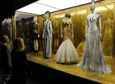 Google Image Result for http://culturereport.files.wordpress.com/2011/08/alexander-mcqueen-savage-beauty-5.jpg