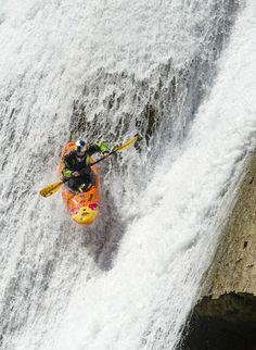 Water rush. http://win.gs/1fcWI6U #canoe #adventure Image: © Marcos Ferro/Red Bull Content Pool