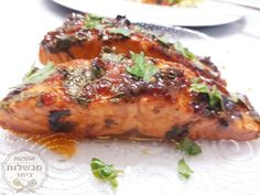 פילה סלמון אפוי ברוטב מטמטם😍 | אמהות מבשלות ביחד Fish Recipes, Seafood Recipes, Chicken Recipes, Cooking Recipes, Israeli Food, Good Food, Yummy Food, Arabic Food, Fish Dishes