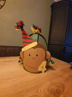 Crafts For Kids, Birthdays, Deco, School, Creative, Beanies, Pebble Stone, Birthday Celebrations, Paper Board