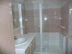 Exemple de pose de la douche senior Confort http://www.seniorbains.com/douche-confort.html pour la sécurité et le bien être des seniors et PMR