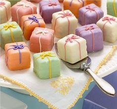 present cake petit fours. so sweet. Pretty Cakes, Beautiful Cakes, Mini Patisserie, Present Cake, Gift Cake, Petit Cake, Stonewall Kitchen, Little Cakes, Small Cake