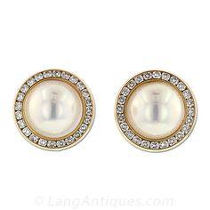 """Estos pendientes fabulosos coinciden anillo # 30-1-1488. 14K aretes de oro amarillo brillantes con dos verdoso-blanco-rosa perlas mabe de calidad gema (13 mm) tanto envueltos con un círculo de diamantes (48 totales, 1,50 quilates de peso total, el EF de color, claridad VS). Estos pendientes miden 3/4 """"redondo."""