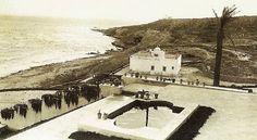 LA HISTORIA DE LA PLAYA DE SAN JUAN ~ Alicante Vivo- Playa de San Juan. Al fondo, vemos el Faro del Cabo de las Huertas